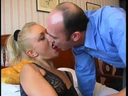 Blondy will Analsex nach dem Blowjob