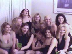 Pornofilm kostenlos ansehen:::Eine scharfe Hure wird in die kahle Pussy gebumst в–·в–·Zum Sexfilm.